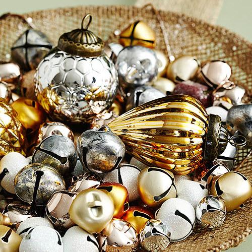Jingle Platter - Affordable Homemade Christmas Table Decorations